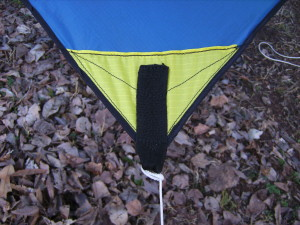 DIY Asymetrical hammock camping tarp: MYOG Side tie out